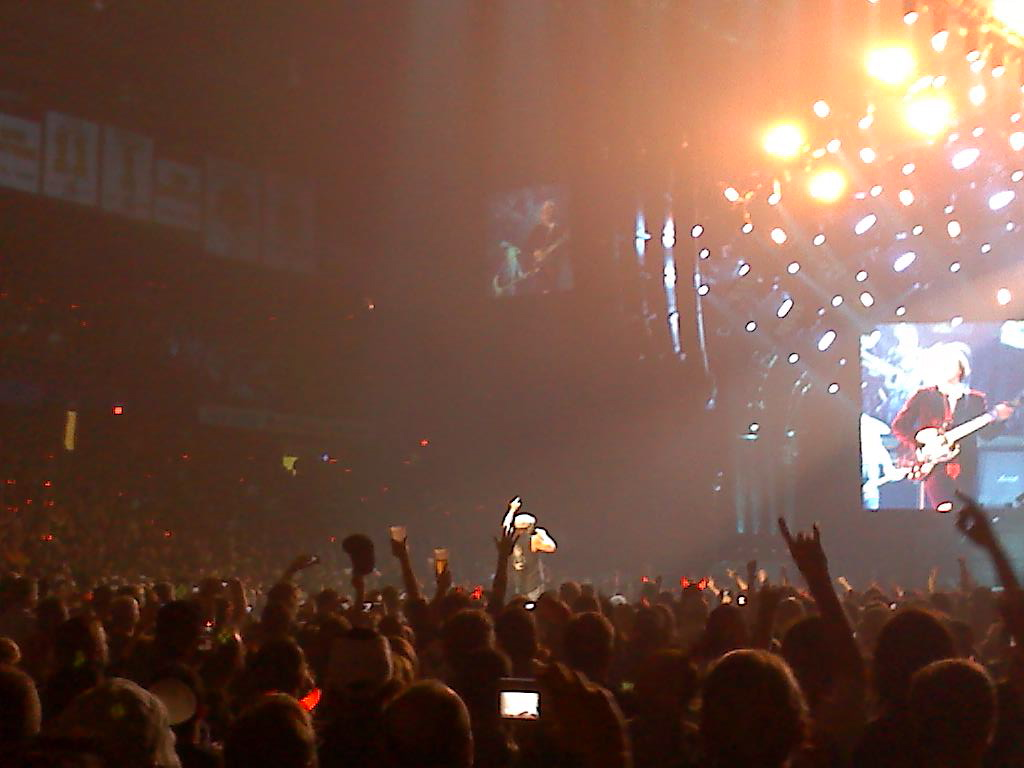 081101 210751 AC/DC thrills a sold out Allstate Arena (11/1)