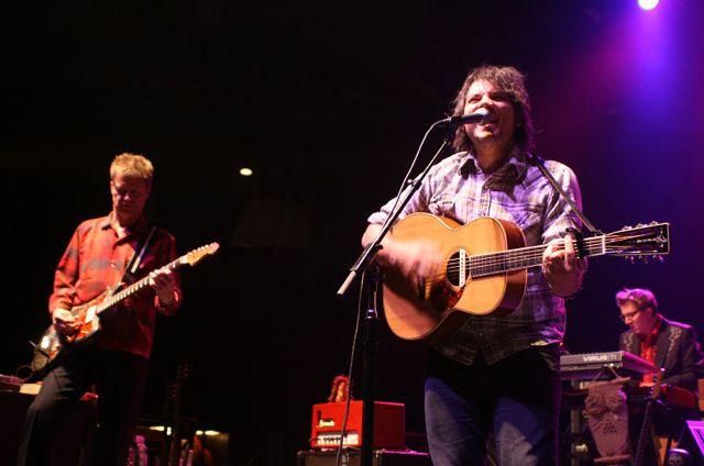 wilco1 Wilco wraps up tour, returns home Via Chicago (10/20)
