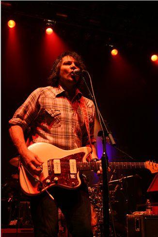wilco13 Wilco wraps up tour, returns home Via Chicago (10/20)