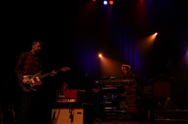 wilco17 Wilco wraps up tour, returns home Via Chicago (10/20)