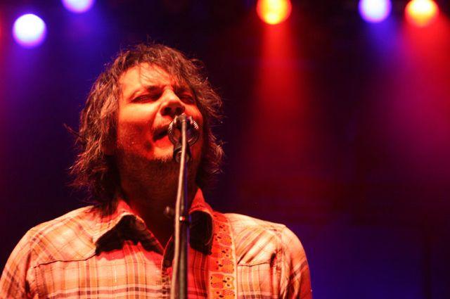 wilco19 Wilco wraps up tour, returns home Via Chicago (10/20)