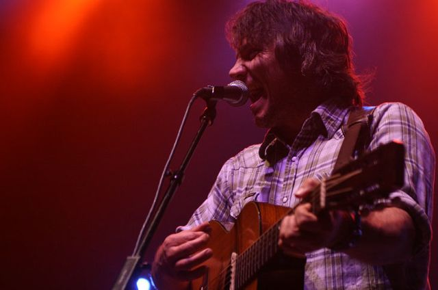 wilco281 Wilco wraps up tour, returns home Via Chicago (10/20)
