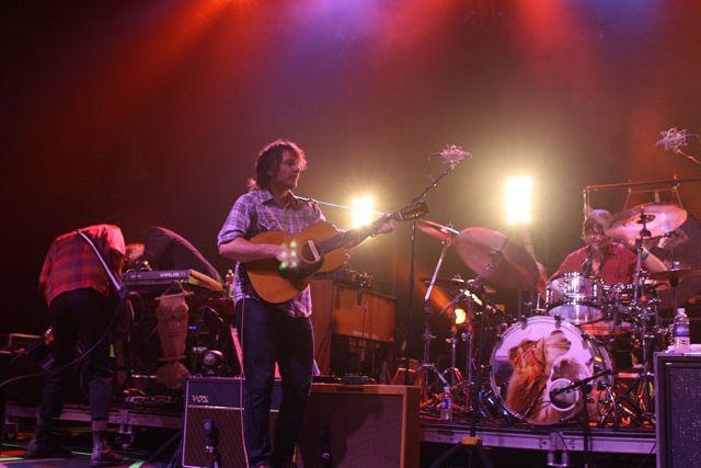 wilco29 Wilco wraps up tour, returns home Via Chicago (10/20)