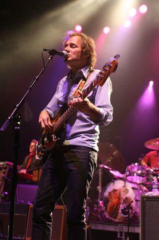 wilco3 Wilco wraps up tour, returns home Via Chicago (10/20)