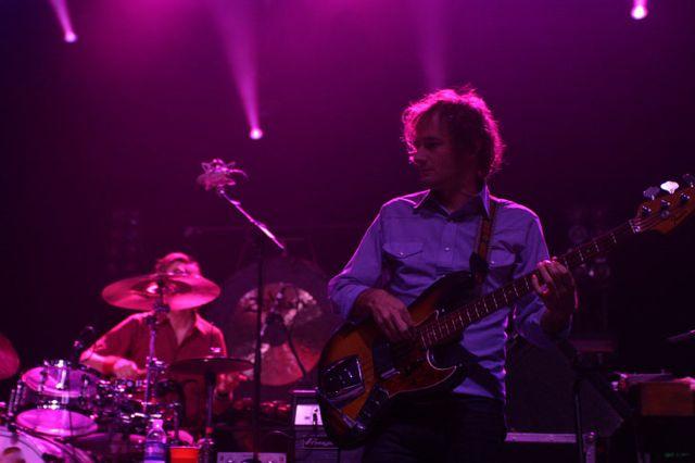 wilco9 Wilco wraps up tour, returns home Via Chicago (10/20)