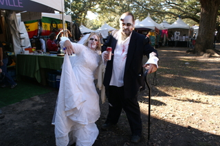 zombie couple CoS at Voodoo Experience 09: Beware the Ghouls