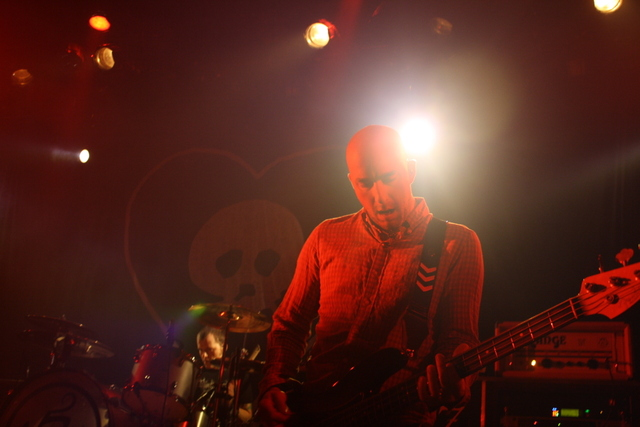 img1850g Cursive, Alkaline Trio divvy up time at Chicagos Metro (2/28)