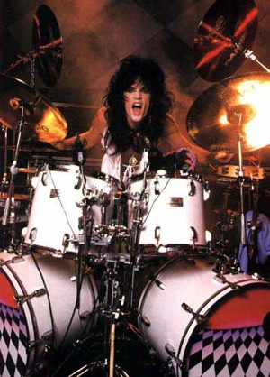 tommylee Video Rewind: Tommy Lees trademark drum solo