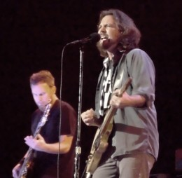 dsci0076 2 260x254 Pearl Jam, Band of Horses ride straight into Bristow, VA (5/13)