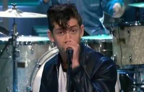 "arcticmonkeysleno Video: Arctic Monkeys sing Leno the ""Reckless Serenade"""