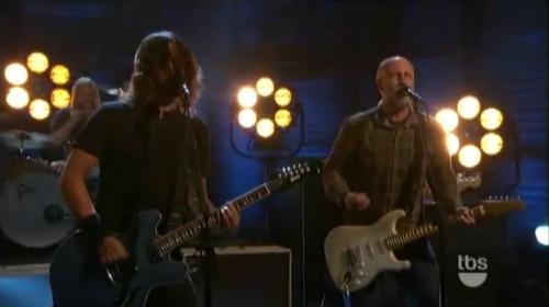 fooconan Video: Foo Fighters and Bob Mould perform Dear Rosemary on Conan
