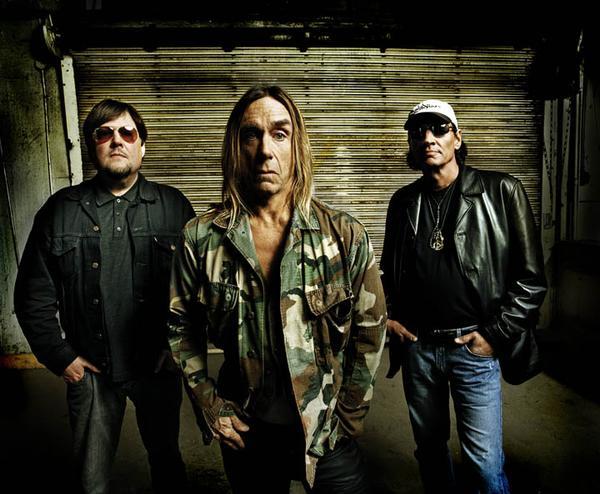the stooges 2011 Iggy Pop breaks foot, The Stooges postpone tour