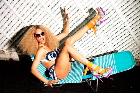 beyonce lounging backyard party sneak peek Video: Beyoncé feat. J. Cole   Party (remix)