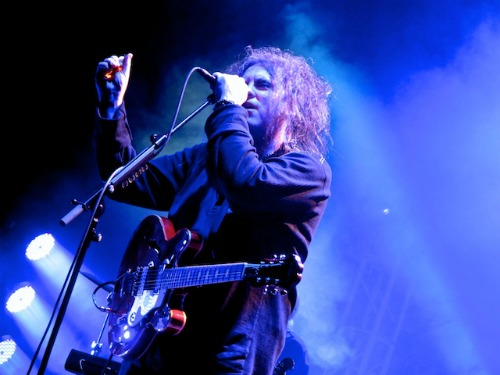 thecuredebidelgrande1 Live Review: The Cure at LAs Pantages Theatre (11/23)