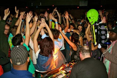 dandeacondunsmore Live Review: Dan Deacon at The New Parish in Oakland, CA (11/30)