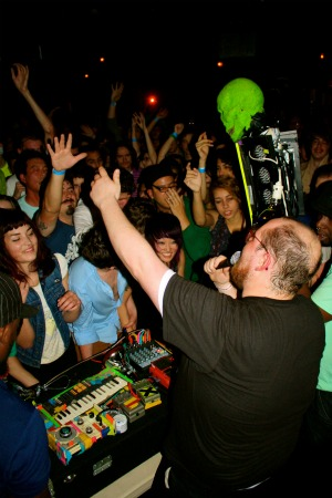 dandeacondunsmore1 Live Review: Dan Deacon at The New Parish in Oakland, CA (11/30)