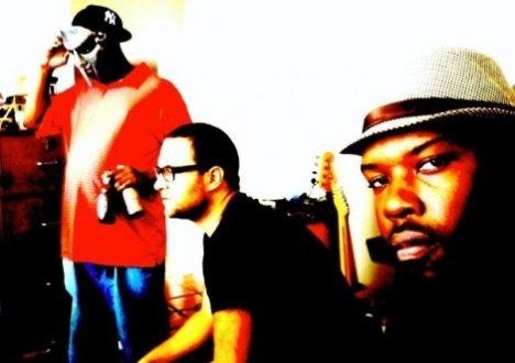 doom sitek jneiro jarel studio 470x355 Check Out: JJ DOOM (DOOM + Jneiro Jarel)   Rhymin Slang (Dave Sitek remix)