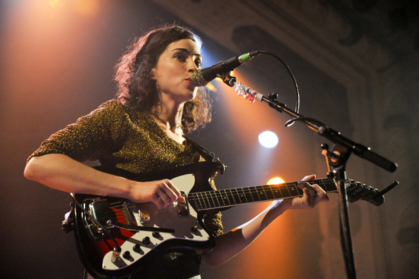 stvincent katieschuering Video: St. Vincent covers Pearl Jams Black