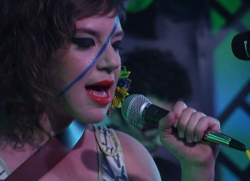 tuneyardskimmel Video: tUnE yArDs offer up Bizness and You Yes You on Kimmel