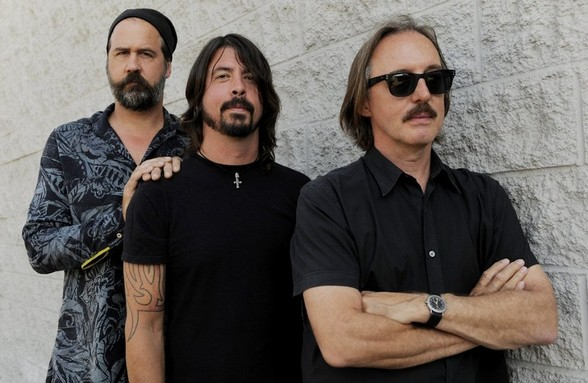 grohl novoselic vig Dave Grohl hits the studio with Krist Novoselic and Butch Vig