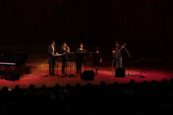 mountaingoats 6 Live Review: The Mountain Goats with Anonymous 4, Owen Pallett at Londons Barbican Theatre (4/2)