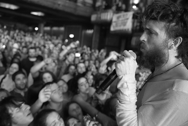 es 21 Live Review: Edward Sharpe and the Magnetic Zeros at Chicago's Riviera Theatre (5/24)