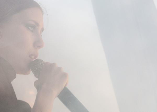 lykkeli meghanbrosnan Video: Lykke Li performs a new song