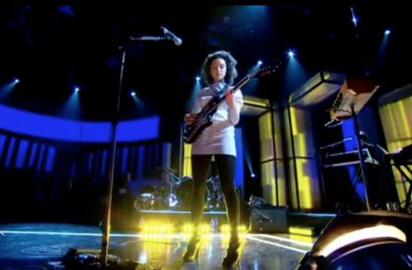 st vincent jools Video: Damon Albarn and St. Vincent on Jools Holland, pt. 2