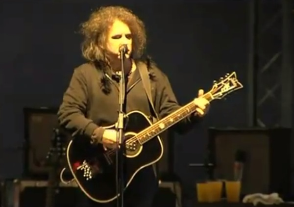 robert smith solo Video: The Cures Robert Smith delivers rare solo performance
