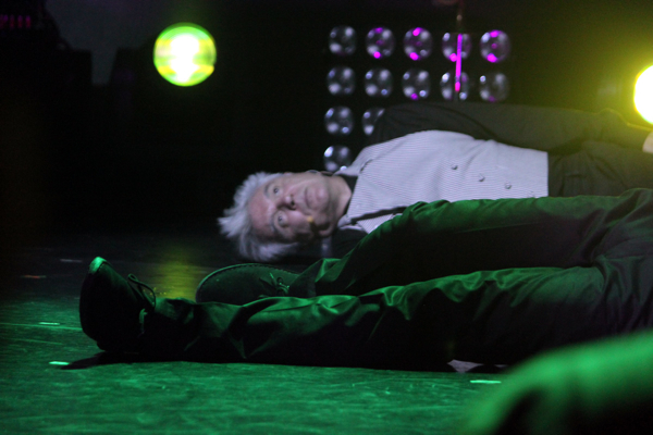 cos byrne vincent 21 Live Review: David Byrne & St. Vincent at The Chicago Theatre (9/18)