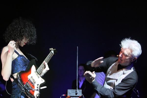 cos byrne vincent 22 Live Review: David Byrne & St. Vincent at The Chicago Theatre (9/18)