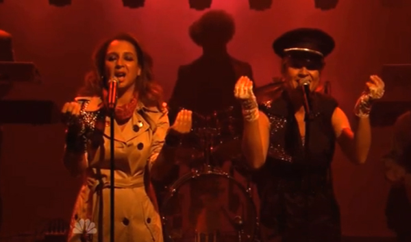 maya rudolph the roots x prince live fallon Video: Maya Rudolph and The Roots cover Princes Darling Nikki on Fallon