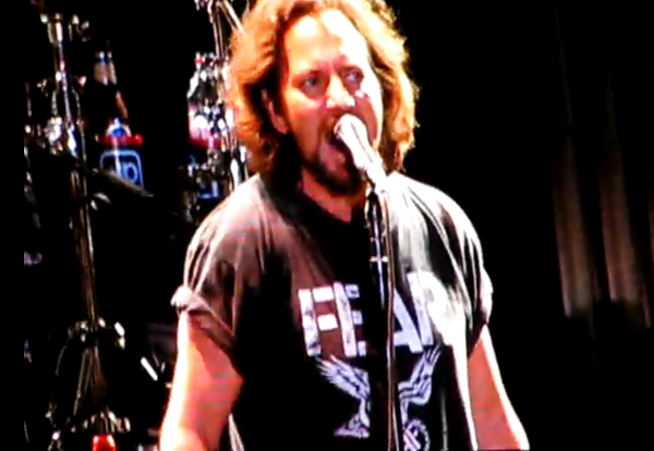 screen shot 2012 10 04 at 12.02.17 pm e1349370199994 Video: Eddie Vedder joins Kings of Leon for The Bucket