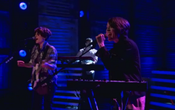 screen shot 2012 10 04 at 7.56.50 am e1349355482319 Video: Tegan and Sara on Conan