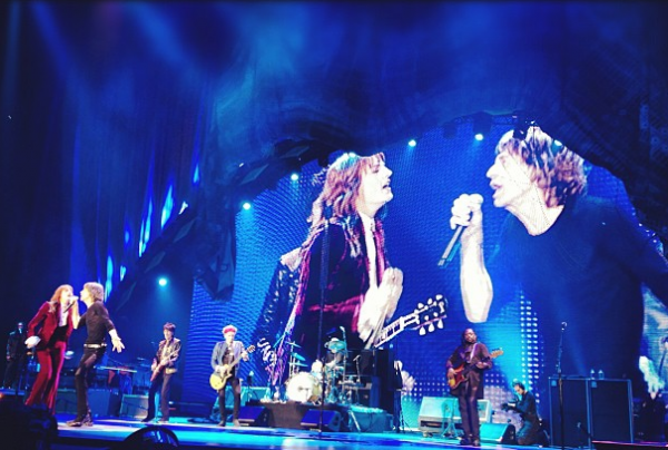 screen shot 2012 11 29 at 7.08.46 pm e1354237800507 Watch Florence Welch sing Gimme Shelter with The Rolling Stones