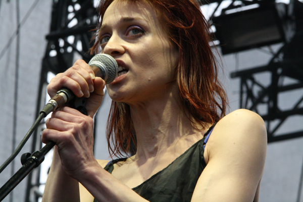 fiona2 Fiona Apple pulls a Dave Chapelle, storms off stage in Japan