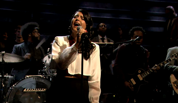 screen shot 2013 01 17 at 6.14.06 am e1358424934554 Video: Jessie Ware performs with The Roots on Fallon