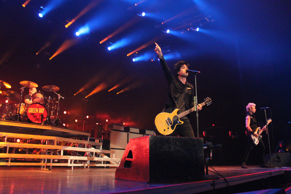 green day kaplan 18 Live Review: Green Day, Best Coast at Chicagos Allstate Arena (3/28)