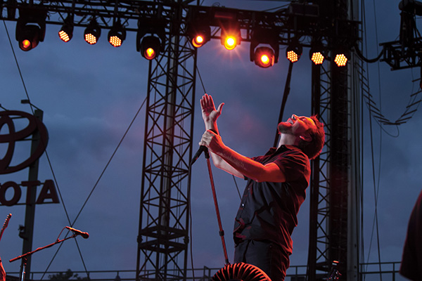 pearljambachrodt11 Live Review: Pearl Jam at Chicagos Wrigley Field (7/19)