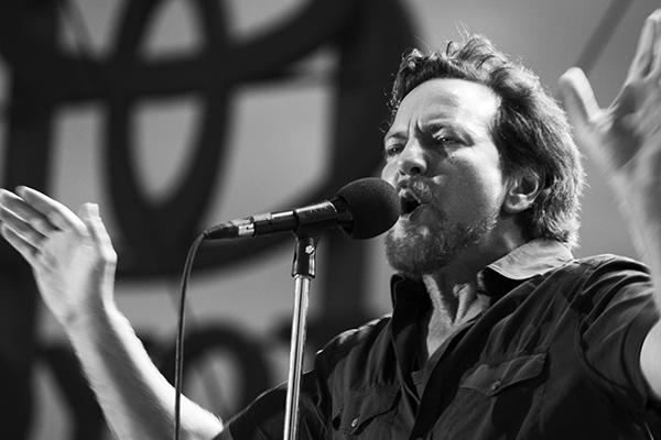 pearljambachrodt3 Live Review: Pearl Jam at Chicagos Wrigley Field (7/19)
