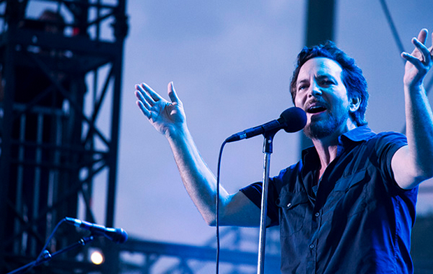 pearljamfeature1 Pearl Jam Week on Fallon to feature Robin Pecknold, Chris Cornell, and Avett Brothers