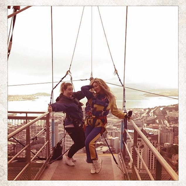 beyonce28f 1 web Watch Beyoncé base jump 629 feet, remain as pristine as ever