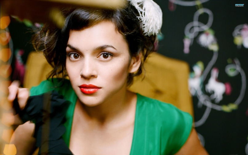 norah jones 12583 2560x1600 10 of the Most Unpredictable Artists in Music Today