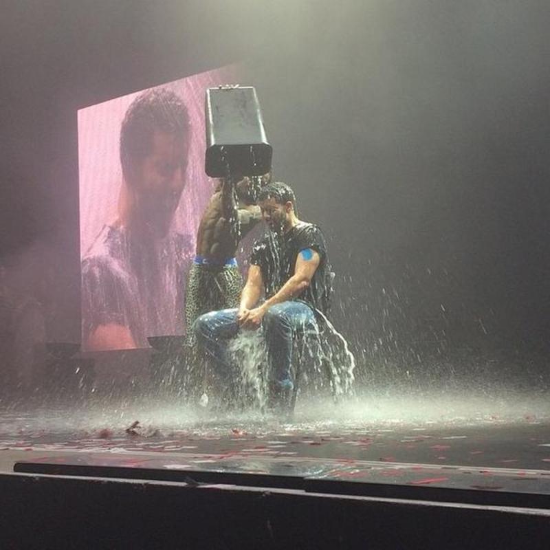 Drake takes Ice Bucket Challenge, nominates Beyoncé