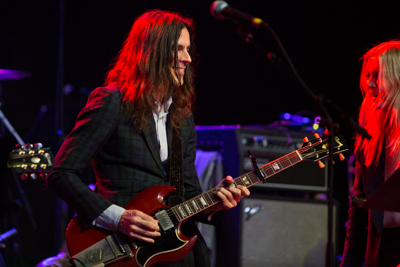 Brian Bell of Weezer // Photo by Philip Cosores