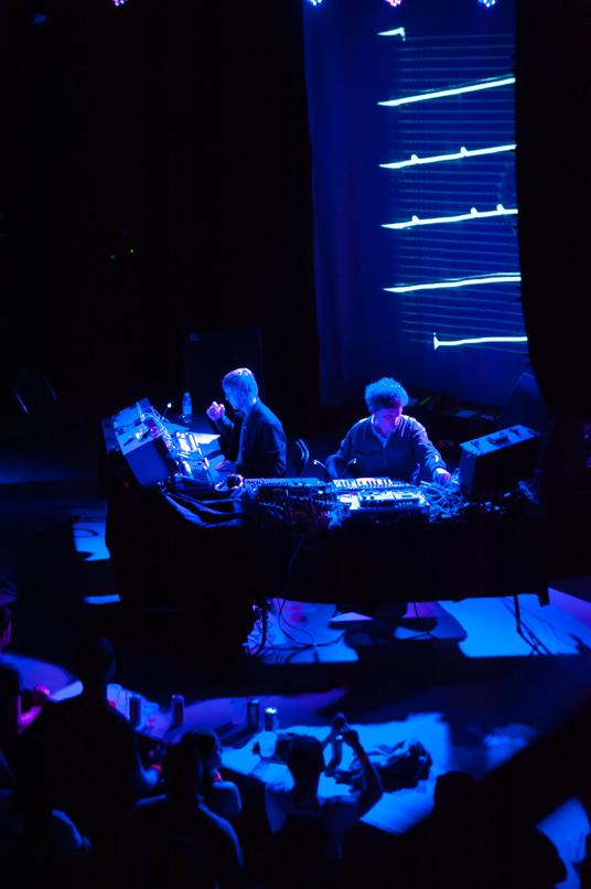 simian-mobile-disco-laura-knapp - 08