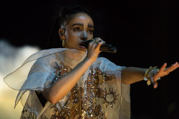 fka Twigs // Photo by Philip Cosores