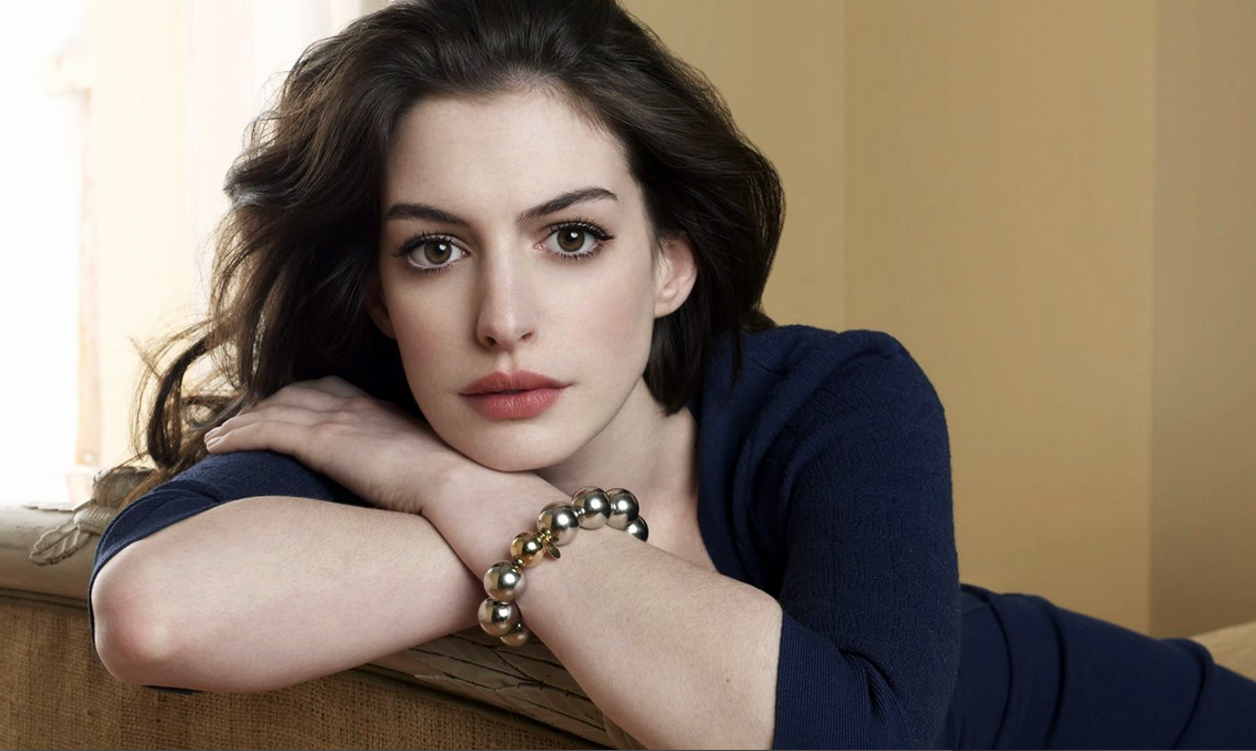"Anne Hathaway to star in ""Godzilla meets Being John Malkovich"" film, Colossal"