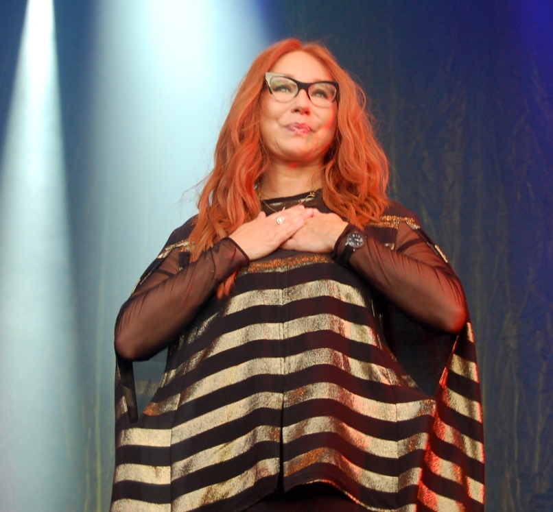 Tori Amos (2) -- Kivel