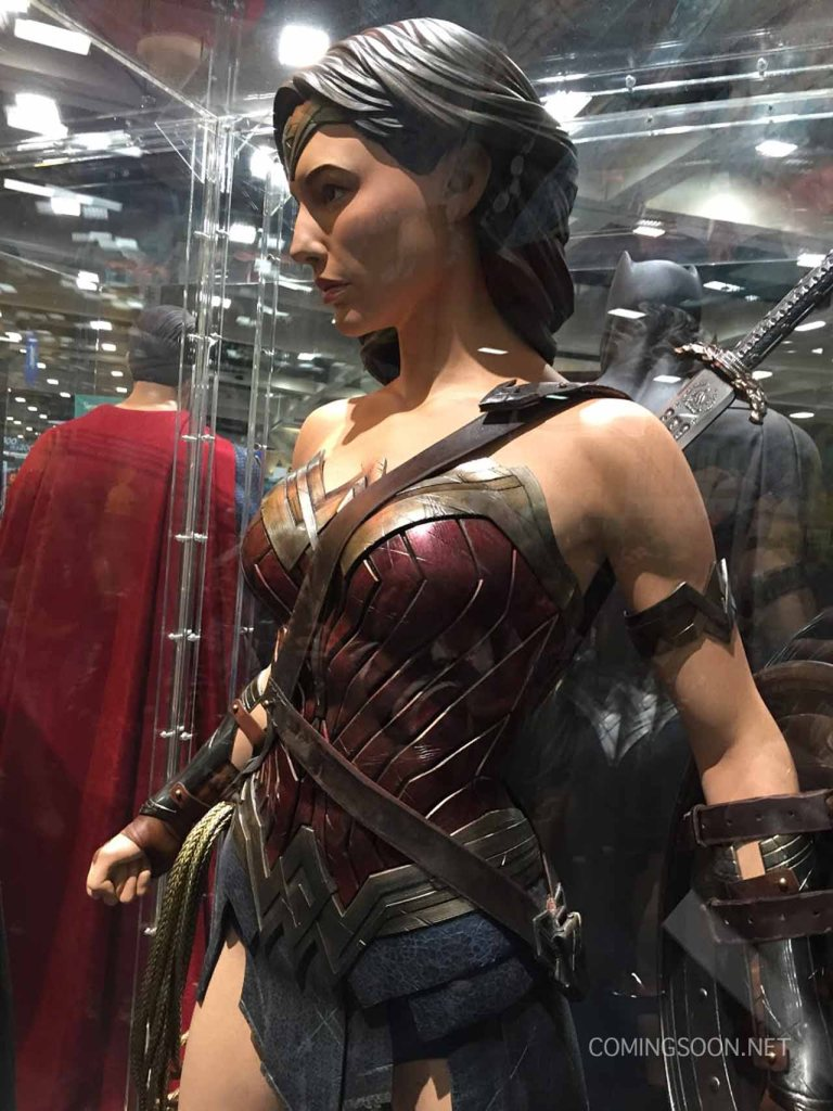 sdccphotos0019 Heres our first look at Batmans weapons from Batman v Superman: Dawn of Justice